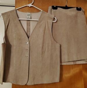 Gap 2 pc sueded pigskin vest & wrap skirt
